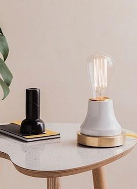 Lampka Lumica: Biała Ceramika i Mosiądz
